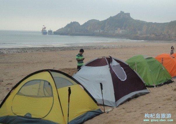 枸杞岛沙滩搭帐篷和游泳