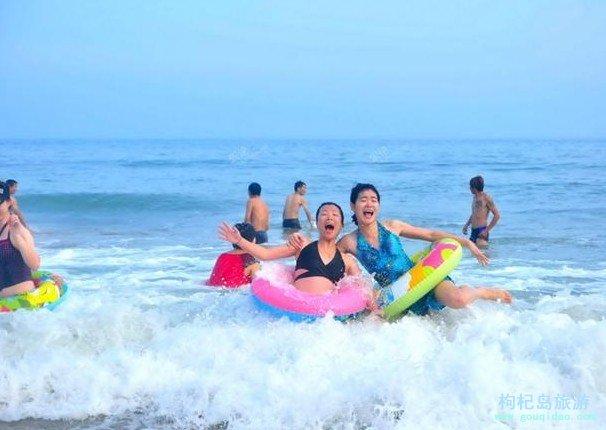 枸杞岛沙滩游泳